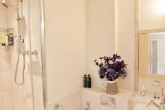 5 Hampton Court two bed bathroom ensuite