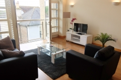 3 living area Hampton Court serviced apartments
