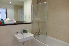 1.12-4-bathroom-ensuite-Ruislip-serviced-apartments-HA4-8QH