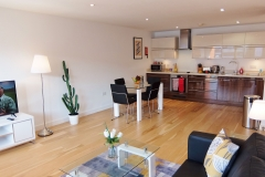 6 kitchen diner Ruislip serviced apartments HA4 8QH