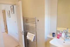 18 ensuite bathroom Twickenham serviced apartment Newland 5