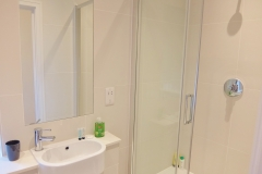 4 shower room Twickenham serviced apartment Newland 5