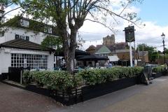 32 Twickenham Barmy Arms, a 6 min to Wharf House