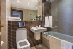 29 bathroom Watford serviced apartments